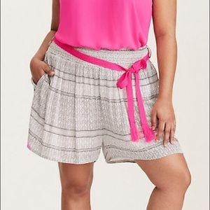 2/$30 Torrid flowy black & white shorts  size 2